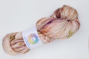 BFL-Silk 4-ply 150g - pink-beige with green, purple and orange speckles