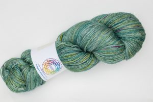BFL-Silk 4-ply 150g - green with purple speckles